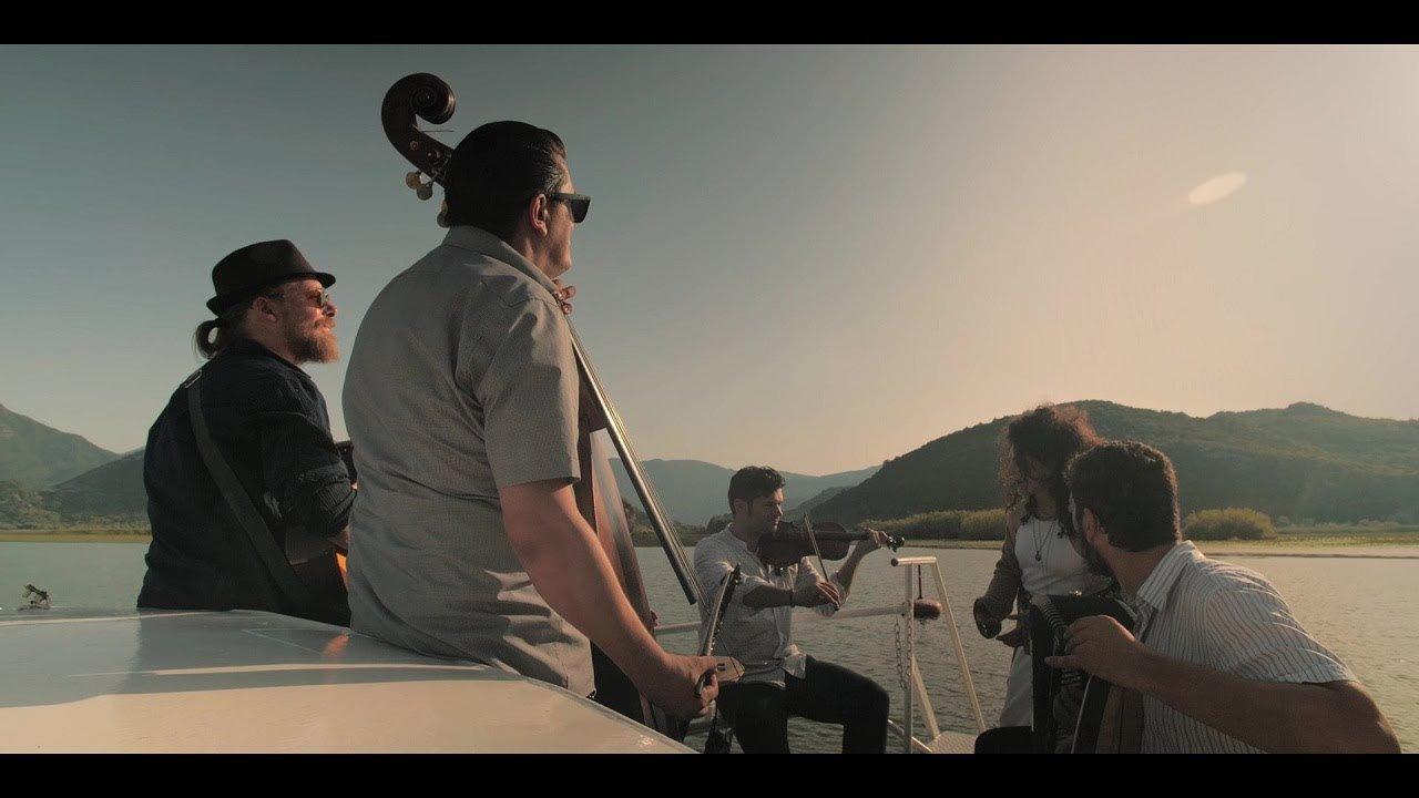 """СПОДЕЛИ МУЗИКА: Одлична преработка и спот на Barcelona Gipsy balKan Orchestra за """"Море сокол пие"""""""